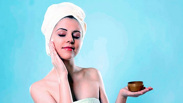 Daily Skin Care Routine for Working Women (6)