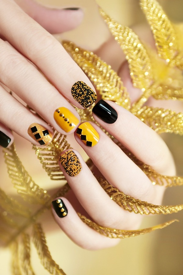 Gorgeous Nail Art Looks To Wear This Holiday